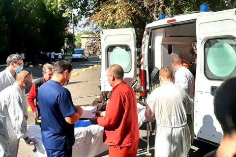 До військового шпиталю в Києві доправили новий борт із пораненими в зоні ООС