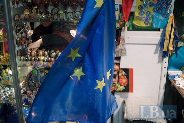 А в переходах продается символика Евромайдана