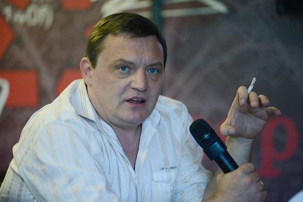 Юрий Гримчак за время интервью в среднем выкуривает 5-6 сигарет