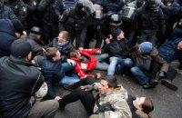Полиция задержала 9 человек во время столкновений под домом Саакашвили (обновлено)