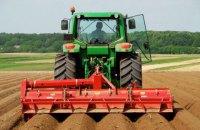 Тракторист задавил гражданина Германии на поле в Харьковской области