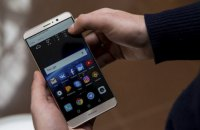 Разведка США рекомендовала американцам отказаться от телефонов ZTE и Huawei из-за риска шпионажа