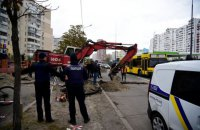 Скандальную заправку на ул. Ревуцкого в Киеве продолжили строить