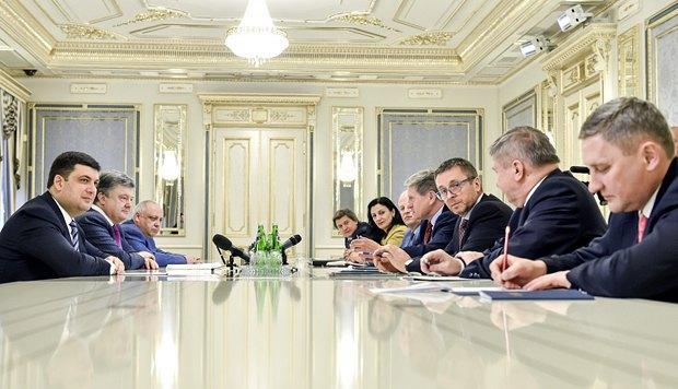 Миклош и Бальцерович(на фото левее Миклоша) во время встречи с Порошенко и Гройсманом