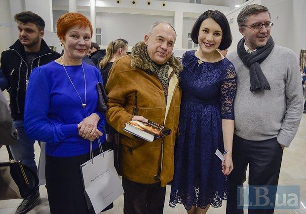 Справа - Тарас Петрив (Интститут журналистики)