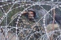 Білорусь видає нелегальним мігрантам військову форму, - польські прикордонники