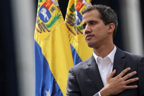 Гуайдо попросил папу Римского о помощи в урегулировании конфликта в Венесуэле