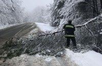 Непогода обесточила 84 населенных пункта в четырех областях