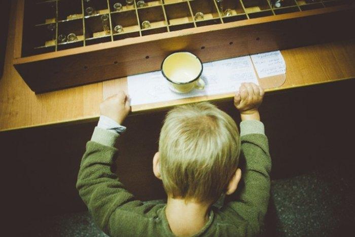 Хлопчик отримує ліки в Цюрупинській протитуберкульозній лікарні