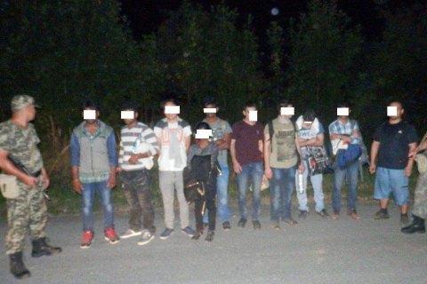 На українсько-угорському кордоні затримали 15 нелегалів