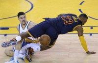 """""""Голден Стейт"""" знаходиться за крок до перемоги у фіналі НБА"""