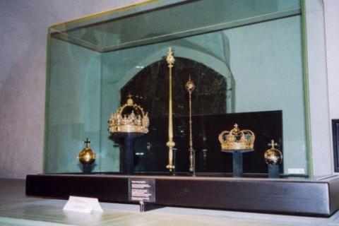 В Швеции украденные королевские регалии стоимостью $7,2 млн нашли в мусорнике