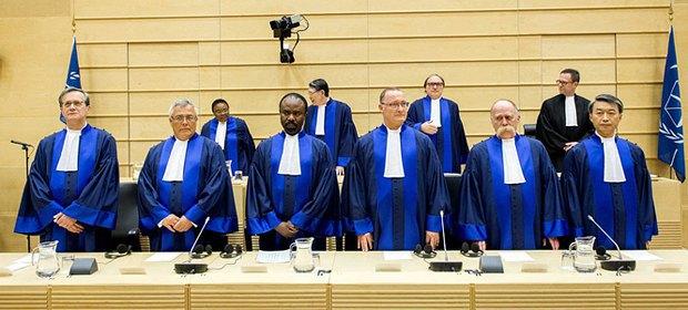 Судьи после сложения присяги в Международном уголовном суде в Гааге