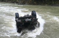У Карпатах вантажівка з туристами впала в річку з висоти 40 метрів, троє загиблих (оновлено)