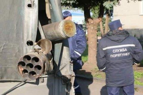 На складе в Калиновке до сих пор взрываются одиночные боеприпасы, - ГосЧС