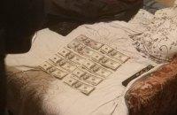 Следователь киевской полиции украл у своего коллеги доллары-вещдоки