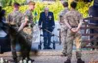 Столітнього британського ветерана, який зібрав мільйони для лікарів, госпіталізували з коронавірусом