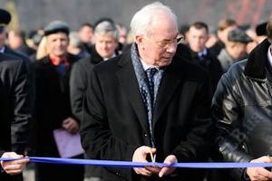 Сегодня Азаров откроет еще один заезд на мост через Днепр