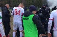 В матче Первой лиги полиция дубинками прекратила хулиганство фанатов