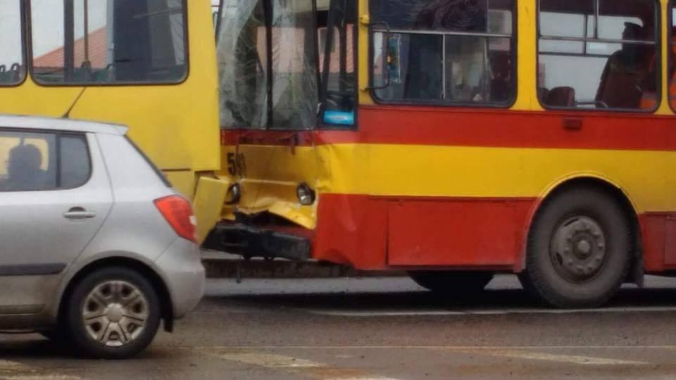 УЛьвові тролейбус в'їхав умаршрутку— 7 постраждалих
