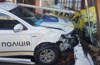 У Київській області поліцейські в гонитві за порушником розбили дві машини і врізалися в магазин