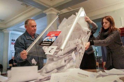 """На КПВВ """"Майорське"""" затримали мешканку Єнакієвого, яка працювала секретарем виборчкому на виборах ватажка """"ДНР"""""""