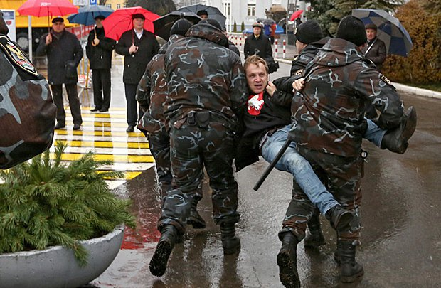 Задержание Дашкевича во время митинга в Минске