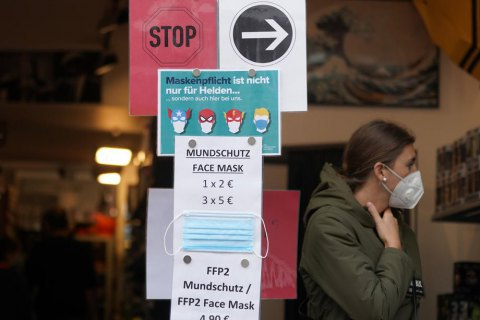 Глава Минздрава Германии выступил за постепенную отмену масочного режима