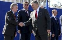 Порошенко поблагодарил Болтона за поддержку в борьбе против российской агрессии