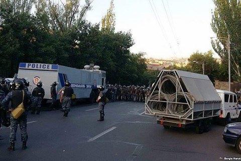 Люди, які захопили будівлю поліції в Єревані, здалися владі