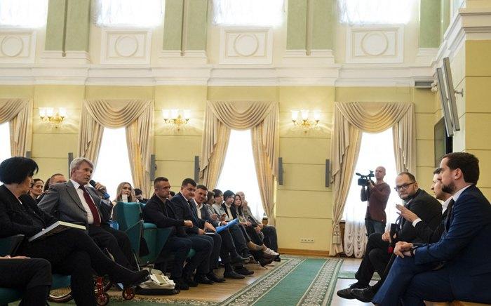 Во время встречи президента Зеленского с представителями разных искусств