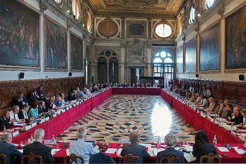 Венеціанська комісія рекомендувала скасувати е-декларування для антикорупціонерів в Україні