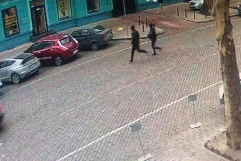 В Одессе грабители отобрали у прохожего сумку с деньгами и случайно забежали в полицию