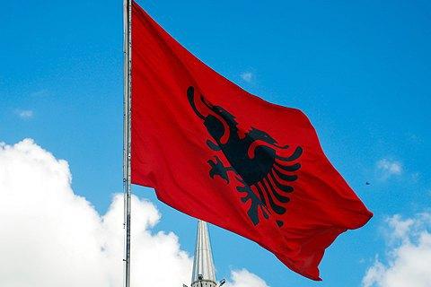 Албания ввела трехдневный комендантский час из-за коронавируса