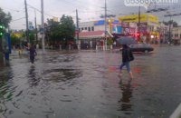 Через сильну зливу в Кременчуці паралізовано рух транспорту