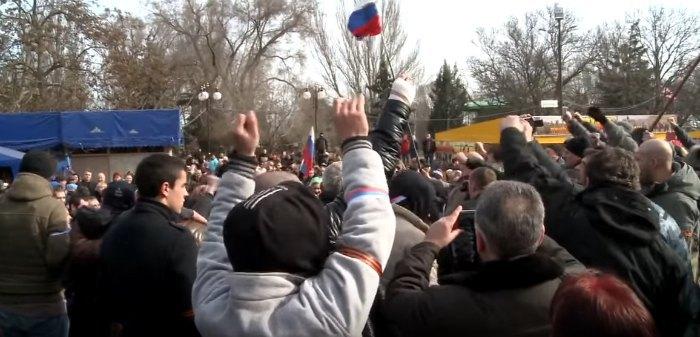 Первые российские флаги в Керчи