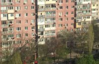 У Чорноморську 79-річна жінка випала із шостого поверху багатоповерхівки і вижила