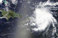 """Ураган """"Доріан"""" знизили до четвертої категорії, але він досі дуже небезпечний"""