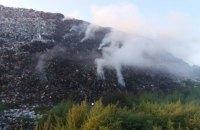 Біля Полтави добу не можуть загасити пожежу на звалищі (оновлено)