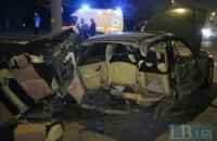 ДТП в Киеве: Honda врезалась в осветительный столб, машину разорвало на две части