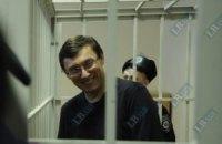 Суд відмовив Луценкові у виклику Януковича і взяв перерву до п'ятниці