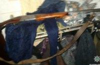 Житель Днепра устроил стрельбу из ружья в подъезде жилого дома