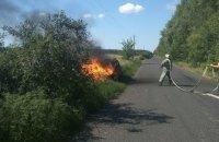 Под Харьковом на ходу загорелся автомобиль с газовым баллоном в багажнике