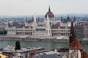 У единственной оппозиционной радиостанции в Венгрии отобрали частоту
