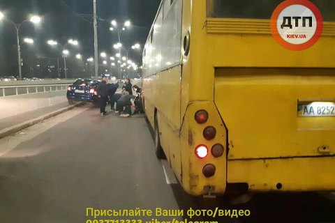 """Водителя маршрутки, сбившего троих людей у метро """"Дорогожичи"""", отправили под ночной домашний арест"""