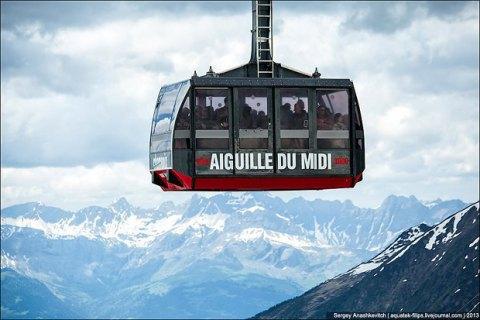 Кілька десятків туристів провели ніч у кабінці фунікулера в Альпах