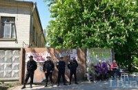 У Києві на Барбюса стався конфлікт між забудовником і місцевими жителями (оновлено)