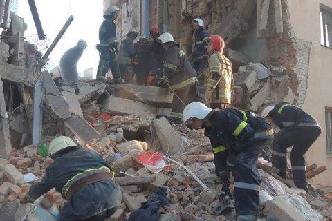 Из-под завалов в Дрогобыче достали тело женщины и живого кота