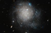 NASA показало фото галактики, яка схожа на булочку з корицею