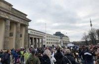 У Берліні поліція застосувала водомети для розгону протикарантинних протестів